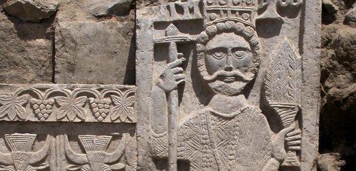 ميليشيات الحوثي تنهب متحف ظفار الاثري