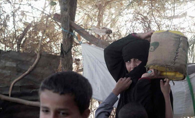 صورة نازحو مأرب يتدثرون بظلمة الليل فرارا من المعارك والآلاف يواجهون أوضاعا مأساوية
