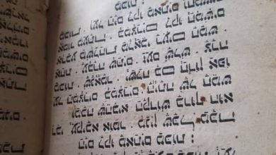 صورة تعز.. هيئة الآثار تستعيد 4 مخطوطات يهودية تعود للحبر سالم الشبزي كانت معروضة للبيع في مزاد علني