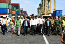 صورة وزير النقل: لدينا توجه لتوسيع أنشطة ميناء عدن ومنافسة الموانئ الأخرى