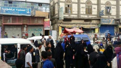 صورة الحوثيون يغلقون عشرات المحال التجارية بصنعاء ويخطفون 40 تاجراً