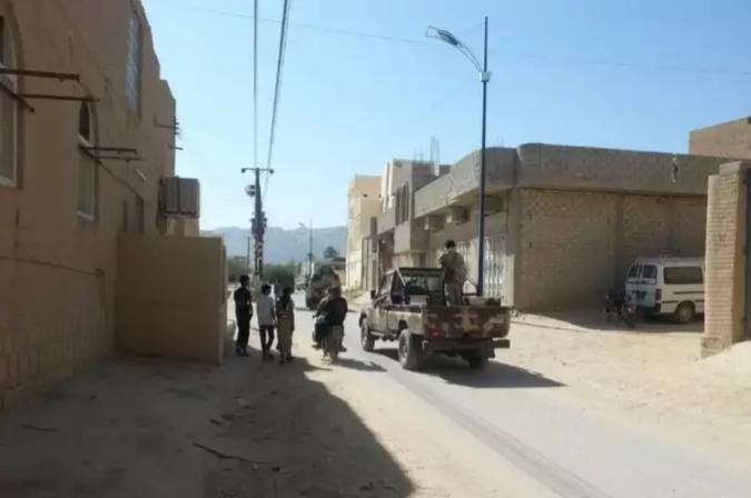 صورة قوات اخوانية تقتل جندي وتصيب آخر من قوات النخبة الحضرمية