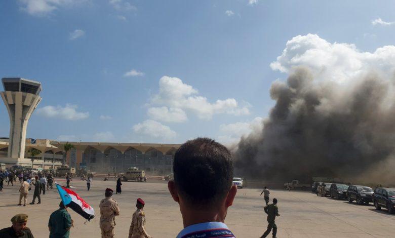صورة نقل دفعة ثانية تضم 16 من جرحى هجمات مطار عدن للعلاج في الخارج