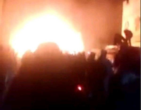 صورة حريق هائل في مخزن سوق سوداء للمشتقات النفطية يخلف كارثة في رداع