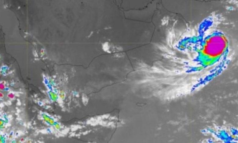 صورة عاصفة إعصارية تضرب سقطرى ضمن ثلاث حالات مدارية في بحر العرب
