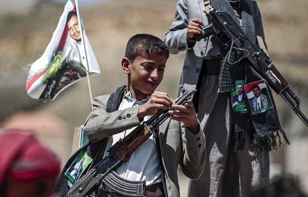 مليشيا الحوثي تجنّد أكثر من 10 آلاف طفل في اليمن