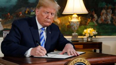صورة الرئيس الأمريكي المنتهية ولايته ترامب يقيل وزير الدفاع ويعين مدير مكافحة الإرهاب خلفا له