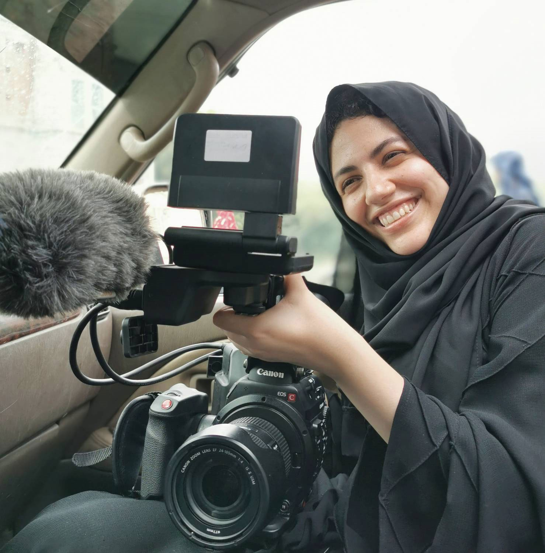 تعد الفنون ومنها السينما بارقة أمل للشعوب وخاصة بالنسبة إلى الشباب للإقبال على الحياة في ظل الظروف الصعبة، ورغم المحن التي يمر بها اليمن فقد اختارت الشابة مريم الذبحاني الوقوف وراء الكاميرا لتصوير أفلام وثائقية تعبر عن طموحات وآمال اليمنيين ومحو الصورة السلبية عن بلدها.