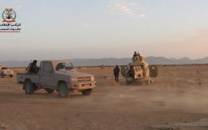 صورة مدفعية الجيش تستهدف تعزيزات المليشيا في جبهات الكسارة والمشجح وهيلان